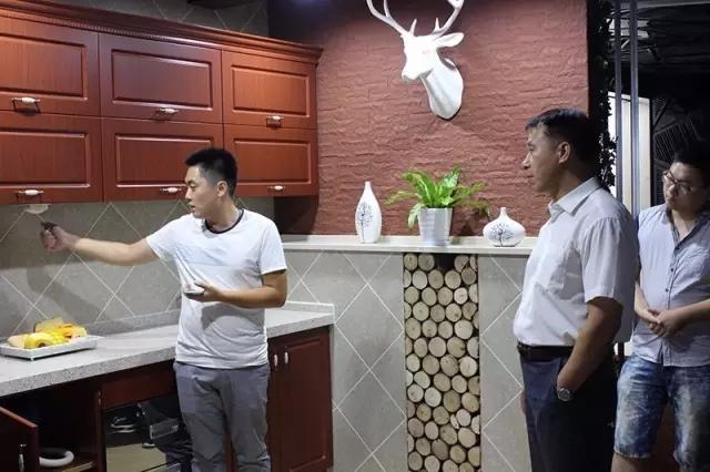 鞍山高新技术产业开发区管委会领导到聪普智能参观交流,并提出了相关意见