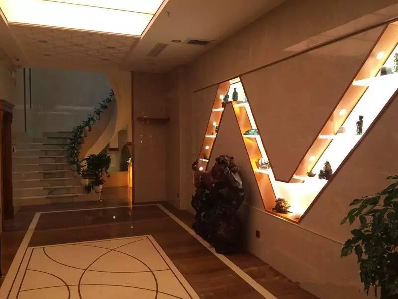 一楼大厅的智能背景灯