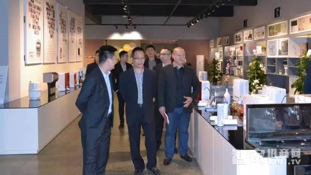 扬子集团董事长与邮政银行领导一行莅临合肥扬子产业园参观体验