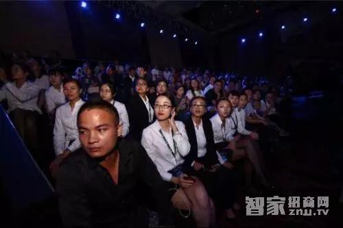 """让世界看见一个芯 WULIAN总裁朱俊岗发表""""产城合一之万物互联""""演讲"""