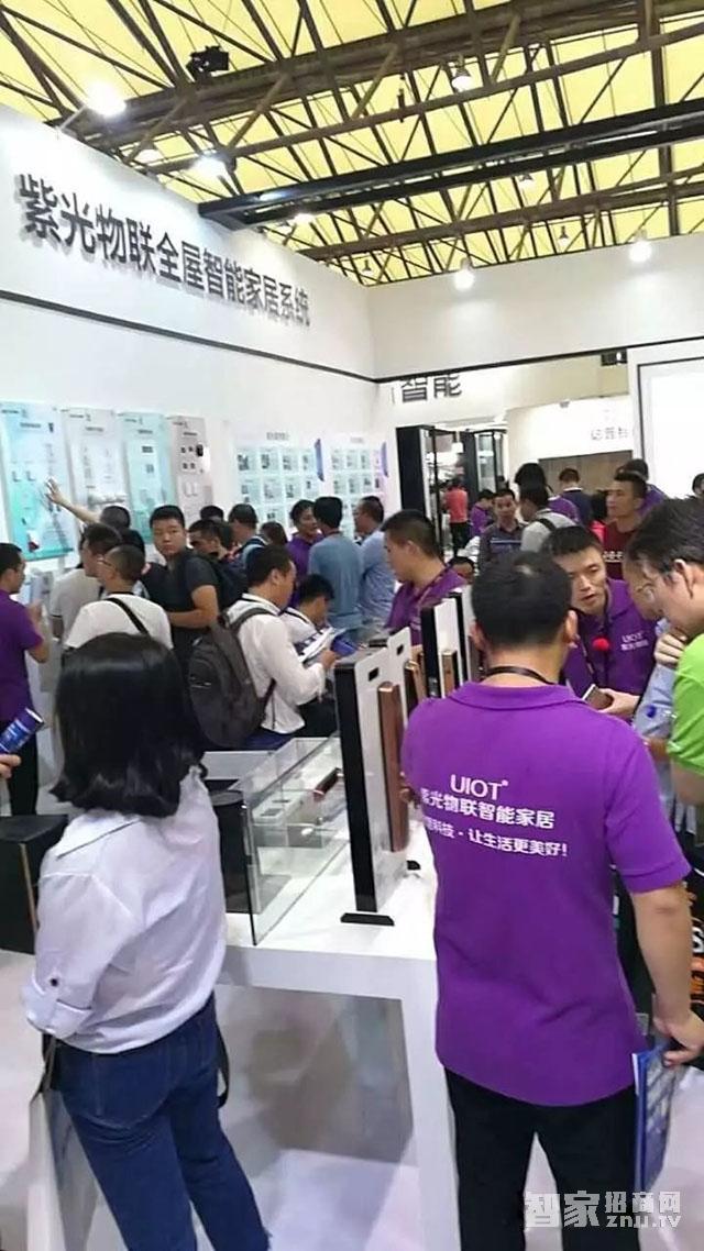 展览会现场观众络绎不绝挤爆紫光物联展馆