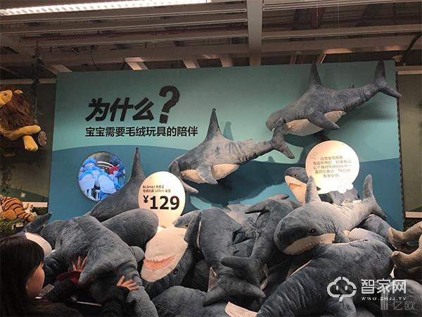 宜家北京四元桥店的毛绒玩具展示区.jpg